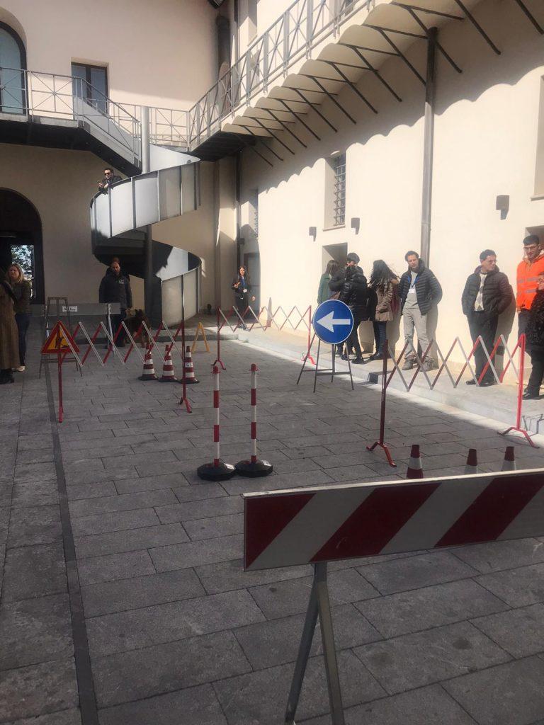 area cortile per dimostrazione addestramento cane guida